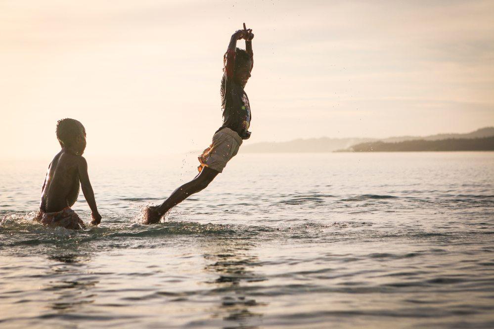 beach-children-fun-106257