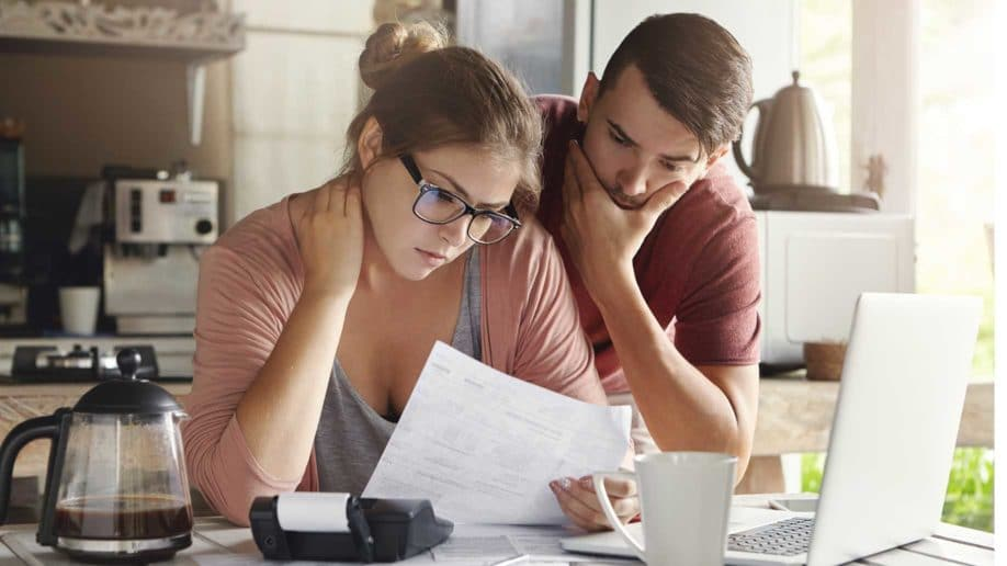 young-caucasian-family-having-debt-problems-918x516